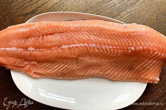 Рыба должна быть непременно хорошего качества. Очистить от кожи, косточек.