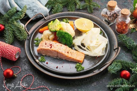Подавать можно, украсив ломтиком лимона. Блюдо хорошо дополнит порция приготовленных на пару овощей.