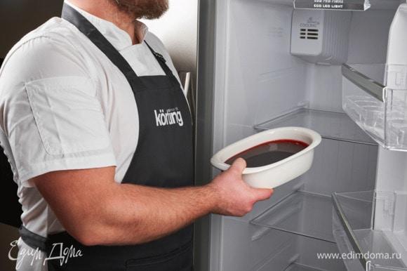 В форму залейте желе и поставьте в холодильник Körting до полного застывания. Функция «Super Cool» установит необходимую температуру внутри холодильника, чтобы продукты были охлаждены моментально.