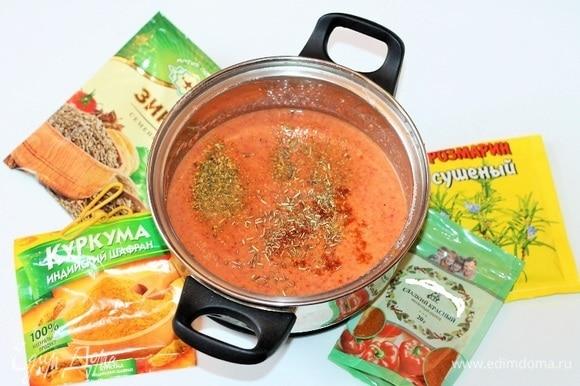 Выложить пюре в кастрюлю. Добавить овощной бульон или воду, приправу по вкусу. Подсолить, добавить щепотку сахара и на маленьком огне, периодически перемешивая, довести суп до кипения.