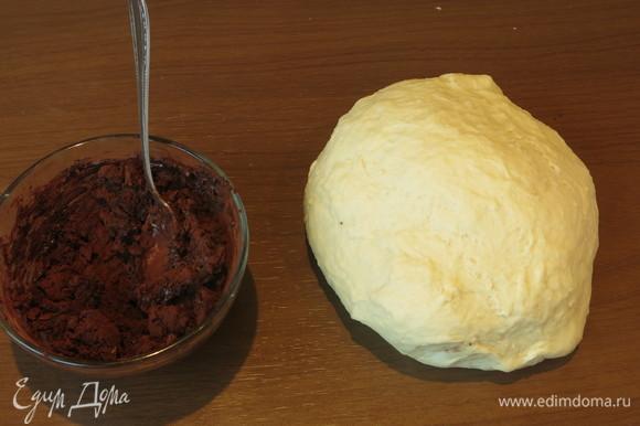 Соединяем какао и молоко. В рецепте добавляется еще экстракт какао (3/4 ч. л).