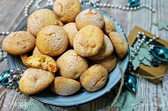 Печенье получается рассыпчатое и вкусное, с легким ароматом розмарина. Приятного аппетита.