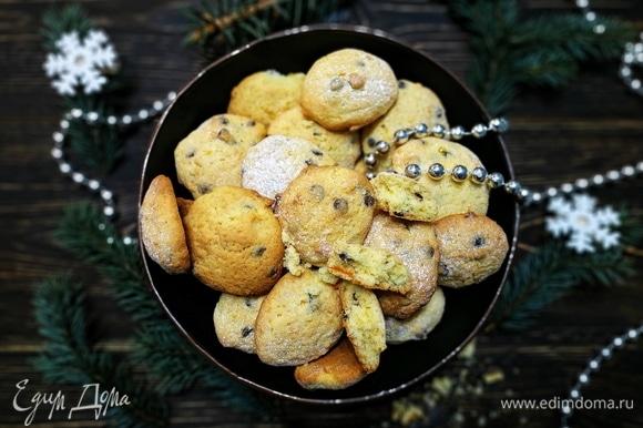 Печенье получается вкусное, мягкое и рассыпчатое. С наступающим Новым годом и Рождеством. Счастливых и вкусных праздников.