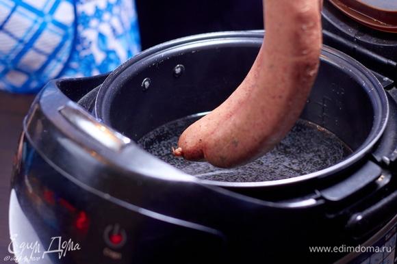 Когда вода достигнет нужной температуры, аккуратно опускаем котекино в чашу и закрываем крышку.