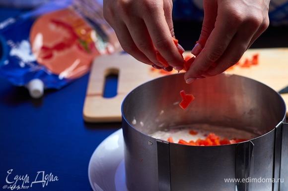 Слой моркови также покройте майонезом.