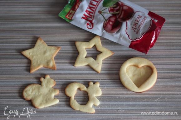 Готовое печенье остудить, сформировать комплекты из двух половинок.