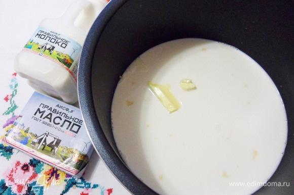Пшено перебираем и тщательно промываем горячей водой несколько раз. В чашу мультиварки загружаем молоко, сливочное масло, соль, сахар, пшено. Перемешиваем. Выбираем программу «Молочная каша», выставляем время приготовления 50 минут.