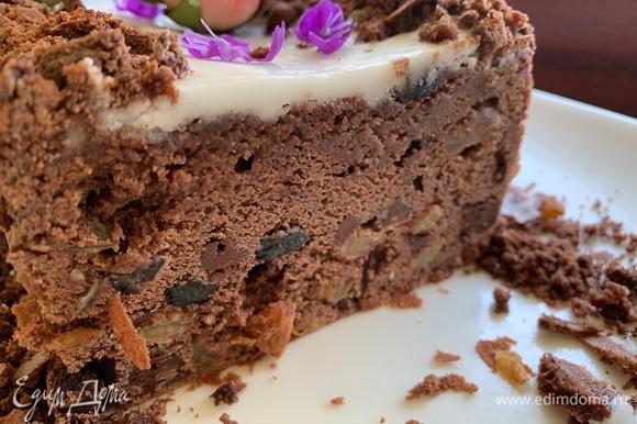 Такой вид кекс имеет, постояв пару часов. Текстура очень шоколадная, похожа на текстуру брауни.