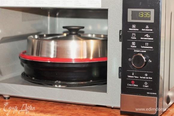 Готовим блюдо (режим «Микроволны»). Я выбрала мощность 800 Вт и время 10 минут.