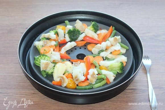 Получилось вот такое аппетитное блюдо. Овощи сохранили не только сочность, но и цвет.