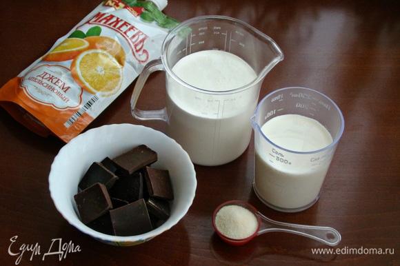 Для шоколадного мусса подготовить все необходимые ингредиенты. Желатин замочить в небольшом количестве холодной воды.