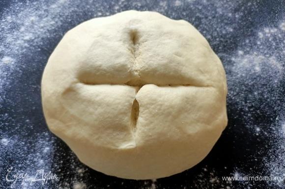 Добавить оливковое масло. Замесить мягкое эластичное тесто. Накрыть пищевой пленкой, поставить в теплое место на 2–3 часа.