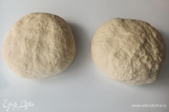 Разделить тесто на 2 части, раскатать и использовать.
