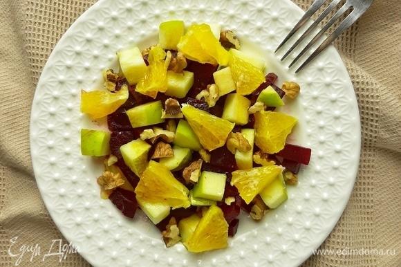 Отправляем все наши ингредиенты в салатник и заправляем оливковым маслом и бальзамическим уксусом. 🍴Приятного аппетита! 🍴