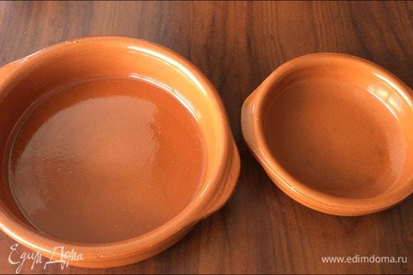 Тарелочки ставятся прямо на газовую или электрическую плитку. Если у вас нет таких, можно готовить в сковороде или казане (посуда с толстыми стенками).