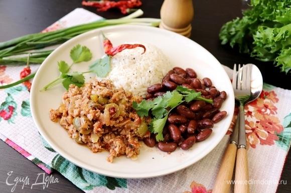 Гарнировать блюдо рисом ТМ «Националь» и фасолью. Приятного аппетита!