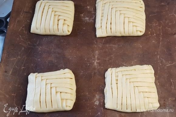 Выпекать пирожные 20 минут при 170°C.