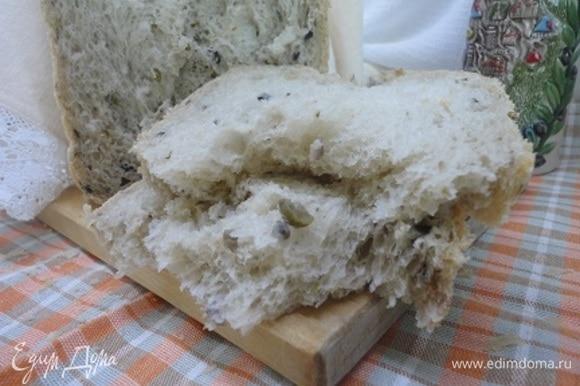 Пористость и воздушность хлеба видна на изломе.