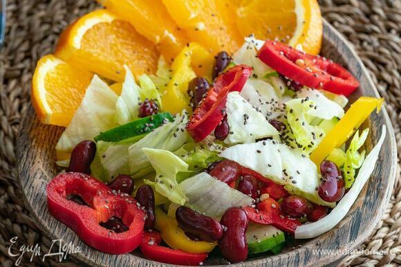 Соль добавляйте по вкусу. Для кого-то достаточно просто сбрызнуть салат соком апельсина.