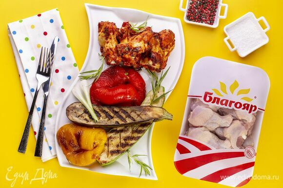 Подавайте плечики цыпленка с овощами-гриль!