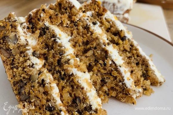 Готовый торт украшаем по желанию и отправляем в холодильник на пару часов.