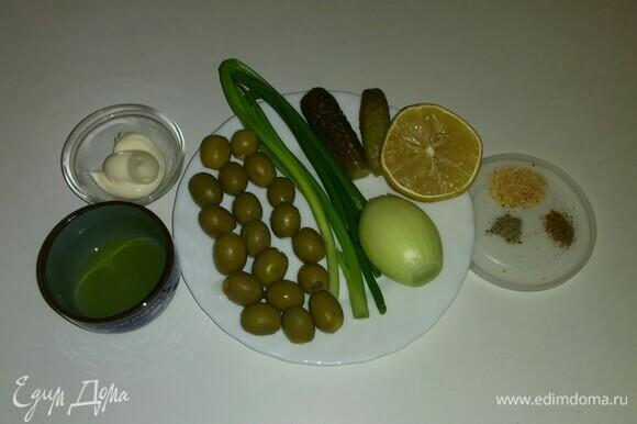 Вот все необходимые продукты. В перечне ингредиентов я указала сушеный лук, использовала зеленый сушеный лук, предварительно измельчив его в мельнице для специй.