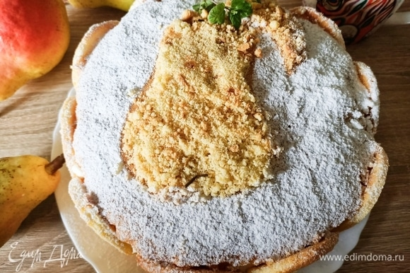 Готовый торт переложить на блюдо, украсить и подавать. Приятного аппетита!