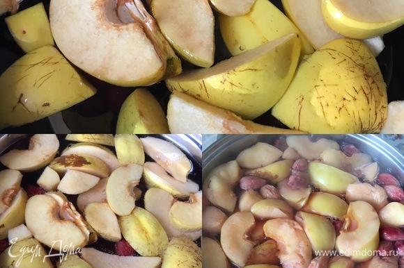 Дать закипеть и добавить сахар. Я сахар не добавляю, мы предпочитаем пить компот или просто так или в теплый компот добавляем мед.