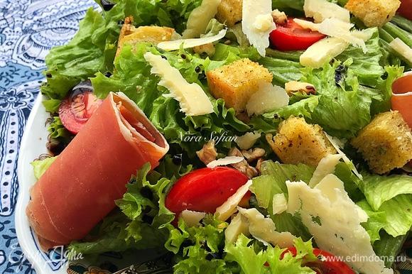 Наш вкусный и простой салат готов.