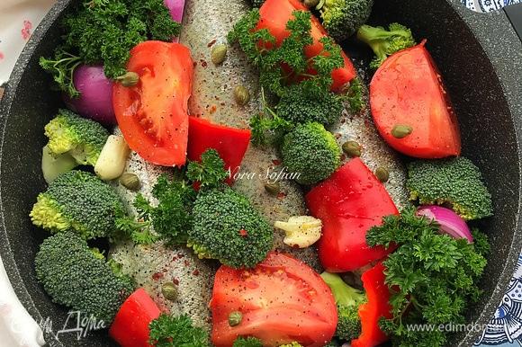 Рыба получается очень нежная и ароматная, пропитанная вином и овощами.