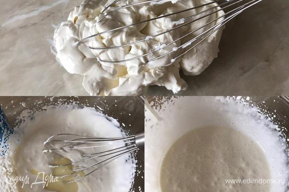 Крем: сливочный сыр хорошо взбить, добавить сгущенное молоко и еще раз слегка взбить. Сгущенное молоко добавляйте по вкусу, мне хватило 3 ст. л., не забываем, что бисквит у нас тоже сладкий.