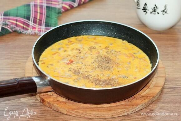 Вливаем сливки, добавляем сухую приправу (кориандр, зира) и пробуем на соль, тушим под крышкой до готовности. Сливки можно заменить молоком, тоже очень вкусно.