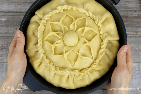 Пирог выпекаем в хорошо прогретой духовке при температуре 180°C 1 час 20 минут.