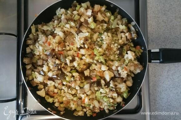 Тушим еще 10 минут, до готовности овощей. После чего убираем сковороду с огня. Начинка для лазаньи готова.