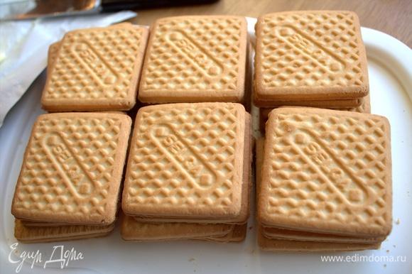Сделаем теперь примерку с печеньем. У меня данный тортик будет прямоугольным в 5 слоев, можно квадратный.