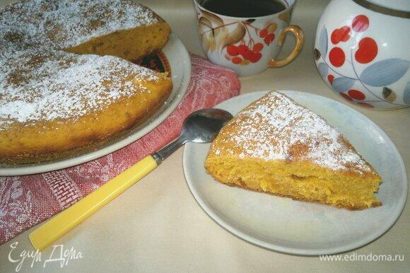 Подать пирог к столу с чаем или кофе.