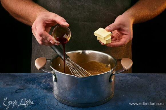 Добавьте ванильную эссенцию и сливочное масло.