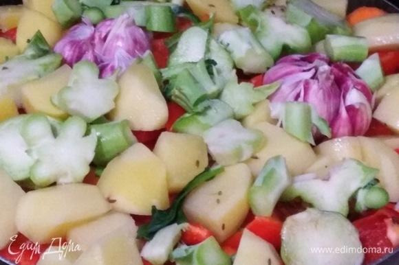 Чеснок, нарезанные толстые части брокколи, без соцветий (их пока отложить).