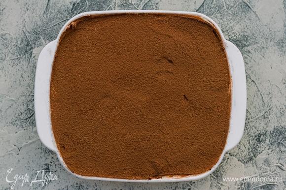 Хорошо посыпать какао и убрать десерт в холодильник на 8–12 часов.
