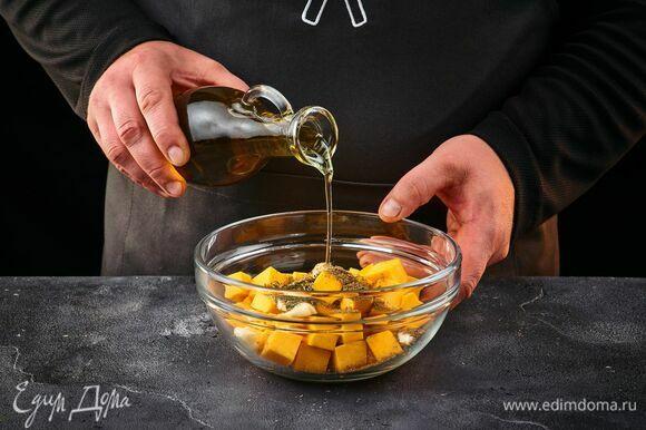 Влейте оливковое масло, перемешайте, оставьте на 20 минут.