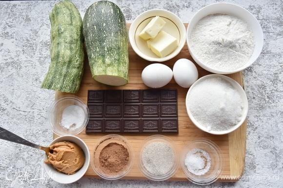 Подготовить продукты. Использование арахисовой пасты необязательно.