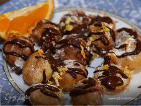 Апельсиновые пончики с шоколадным соусом