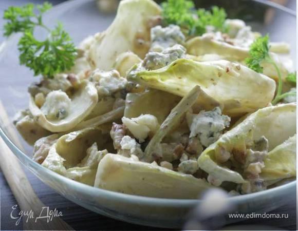 Салат из цикория с голубым сыром