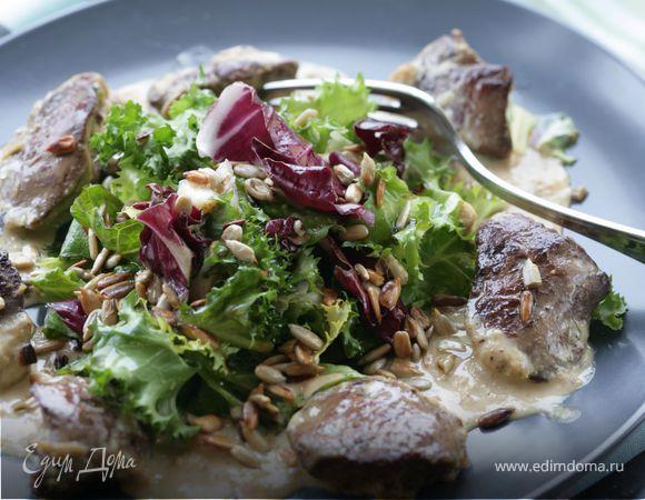 Салат из куриной печени под сливочным соусом