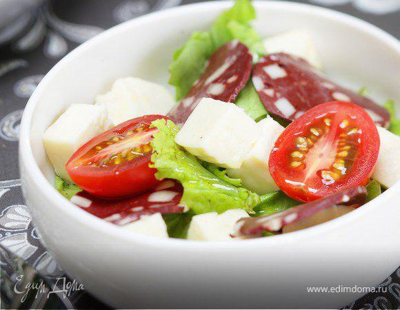 Зеленый салат с адыгейским сыром и казы