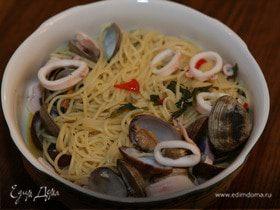 Спагетти с мидиями, кальмарами и просекко