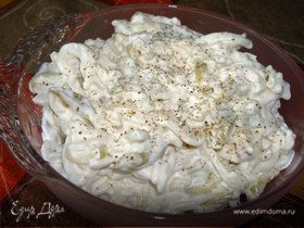 Салат из кальмаров с маринованными кабачками