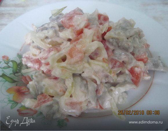 Салат мясной с помидорами