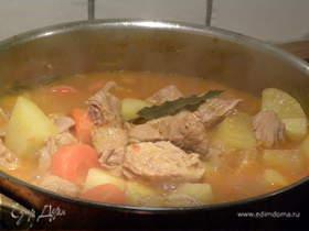 Тушёная свинина с овощами