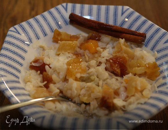 Рисовая каша с корицей, медом и сухофруктами